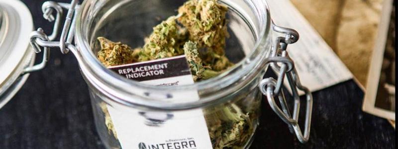 Хумидпак в банке с марихуаной