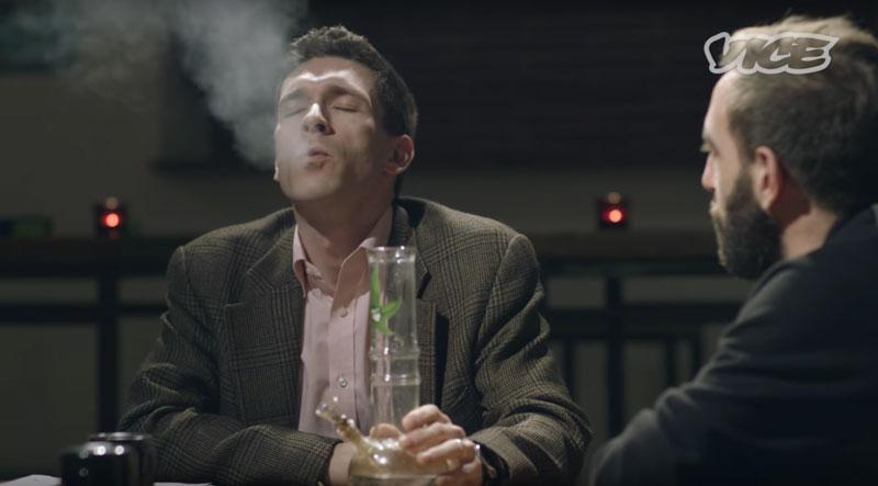 Расс Хадсон тестирует новые сорта марихуаны