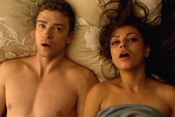Джастин Тимберлейк и Мила Кунис в постельной сцене картинка