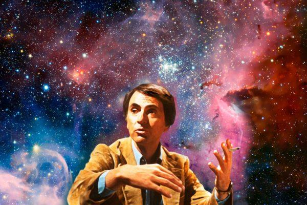 Карл Саган на фоне космоса