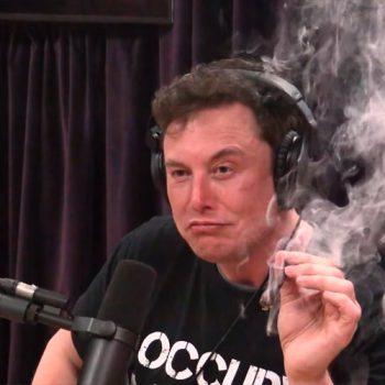 Илон Маск курит каннабис фото